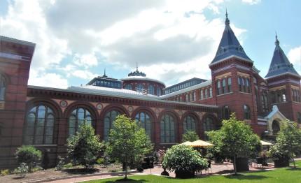 2017.07.24 Smithsonian Arts & Industrial Building - closed